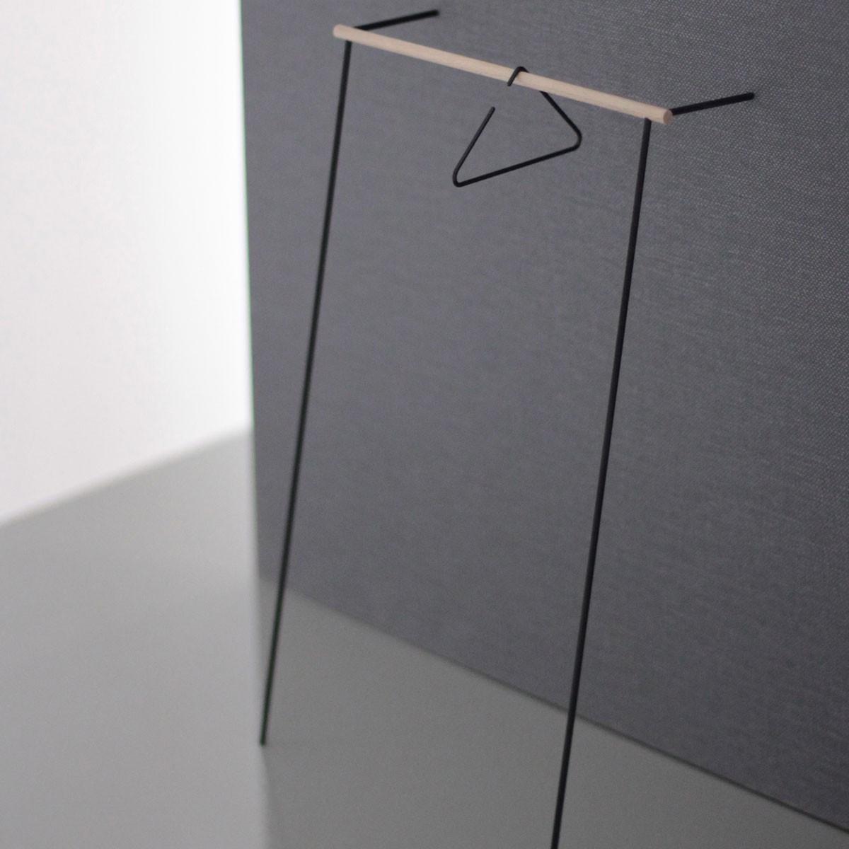leanon II - Anlehngarderobe - Schwarzes Gestell / Stange Eiche von Roomsafari