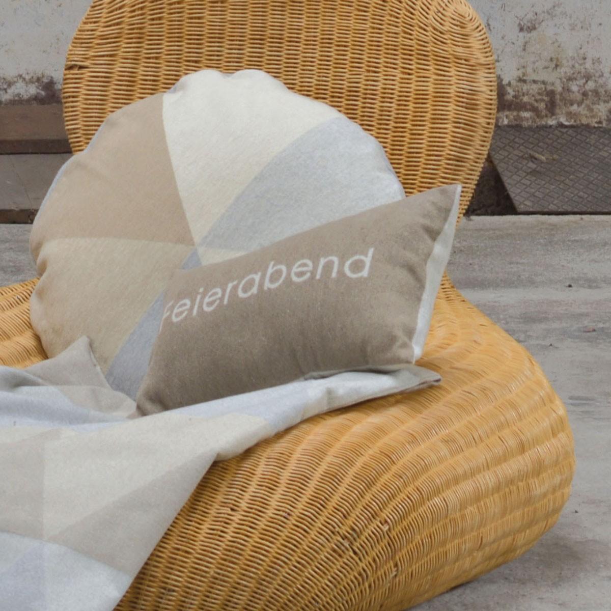 silvretta kissenh lle feierabend 30 x 50 cm von david fussenegger. Black Bedroom Furniture Sets. Home Design Ideas