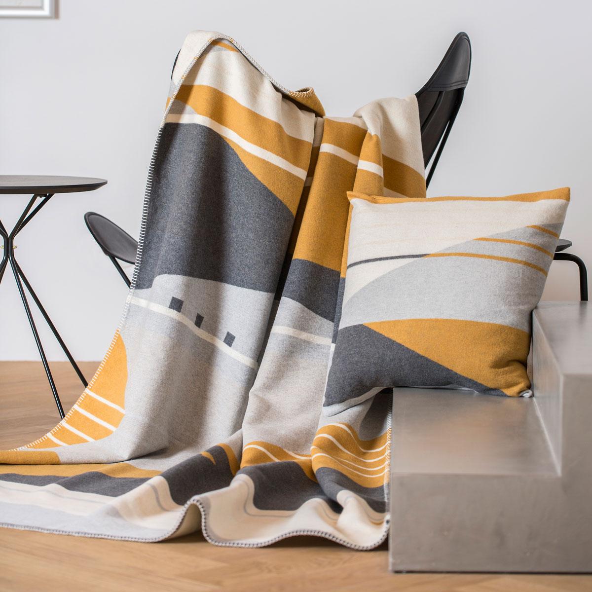 "Decke JADE ""flächig/grafisch"" GOTS Zertifiziert 150 x 200cm von David Fussenegger"