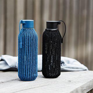 Trinkflasche CATCH-IT mit Strickhülle aus BPA-freiem Tritan